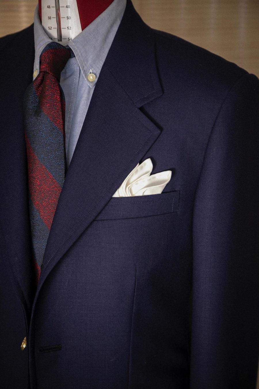 西裝外套胸前放的白色餐巾是什麼?Mr. Edison來教您擁有西裝時尚品味風格